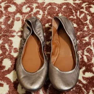 Lucky Brand pewter colored leather  flats